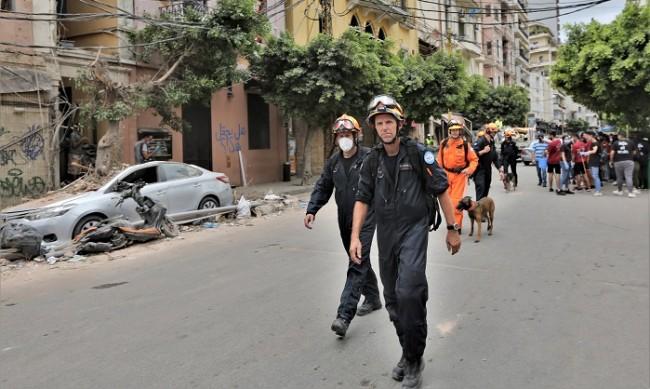 Момиче оцеля повече от 24 часа под развалините в Бейрут