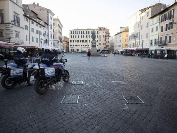 Италия не е била никога толкова самотна. В страната се