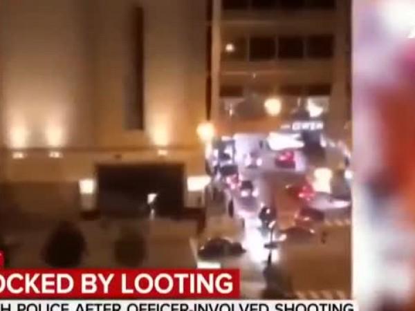 Над 100 души са арестувани, а 13 полицаи са ранени