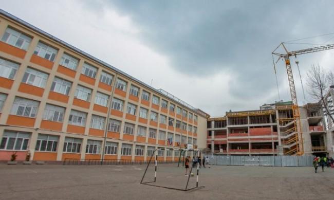 В пандемията: До 15 ученици в клас, другите пред компютъра