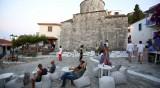 Гърция с нови мерки: Въведе полицейски час за ресторанти и барове