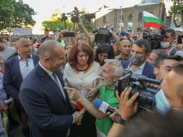 Подписка с искане за импийчмънт на президента Румен Радев събират