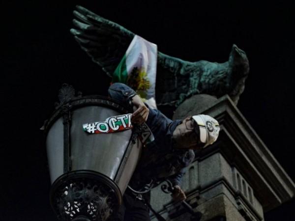 """Поради блокирането на """"Орлов мост"""" от протестиращи и забрана за"""
