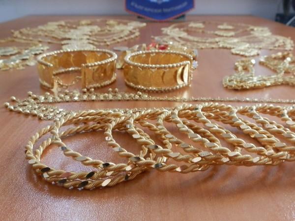Крадци задигнаха голямо количество златни накити, както и сума в