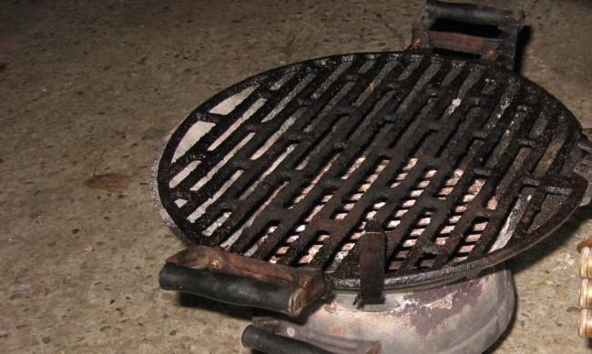 Съседски сигнали от Helpbook: Незаконно барбекю, опасни ламарини на тераса