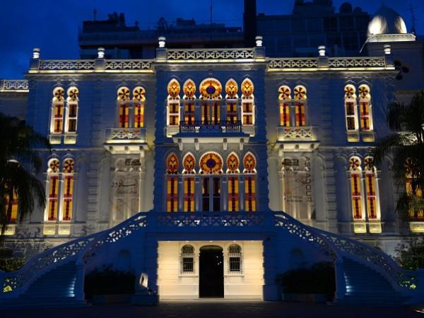 """Експлозията в Бейрут разруши емблематичния дворец """"Сурсок"""". 160-годишната сграда е"""