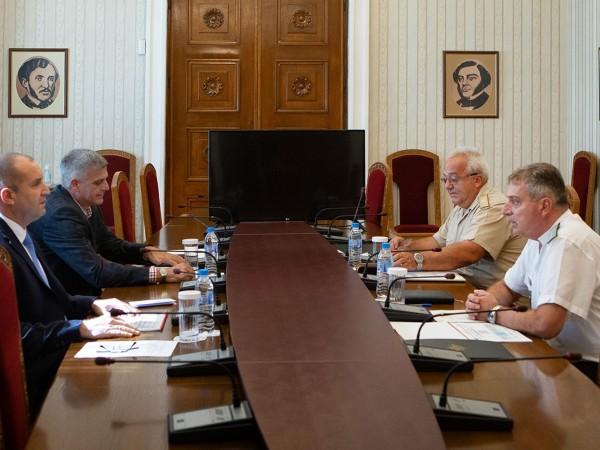 Президентът Румен Радев се срещна с началника на отбраната адм.