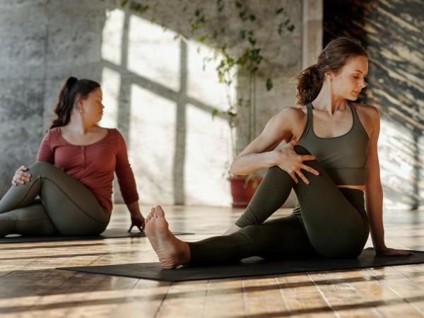 Хатха йогата е форма на йога, която включва задържане на