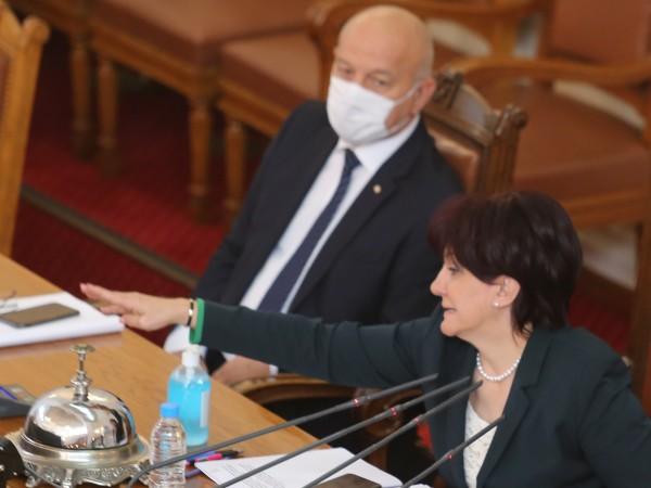 Председателят на Народното събрание Цвета Караянчева реши да свика извънредно