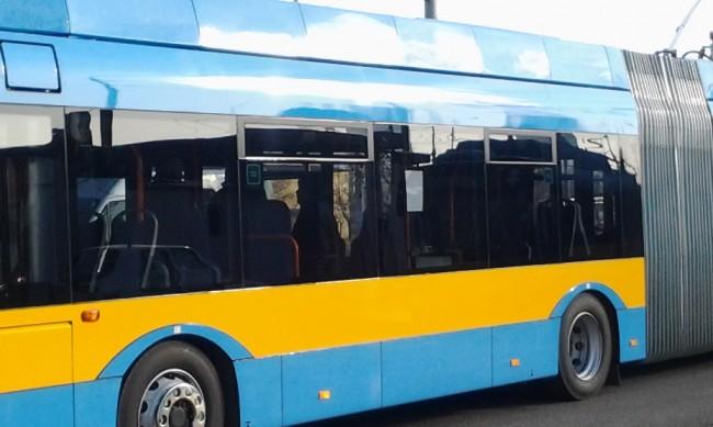 Блокираните кръстовища променят маршрути на градския транспорт