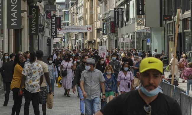 Маската става задължителна на всички обществени места в Брюксел