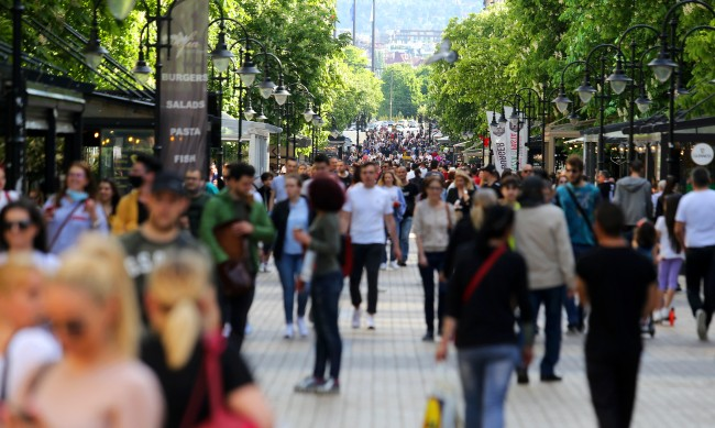 Ох, на мама! 49% от българите на възраст 25-34 г. живеят с родителите си