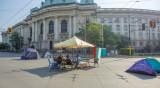 4 души и няколко палатки на блокадата на кръстовището пред СУ
