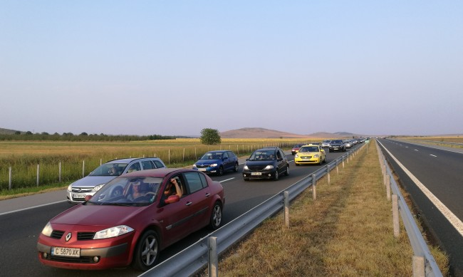 """Километрично задръстване на """"Тракия"""" заради протестно автошествие"""