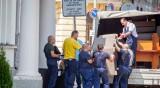 Голямото преместване: Депутатите ваканцуват, работници им местят мебелите