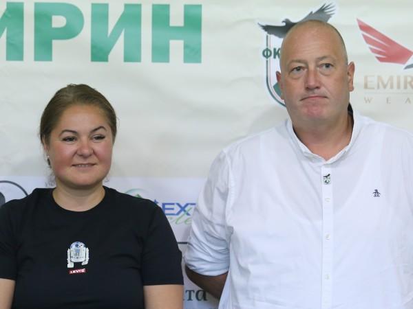 Президентът на Пирин Благоевград Ива Уорън и техническият директор Греъм