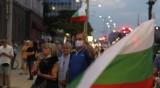 Недоволните от властта на протест, докато депутатите заседават