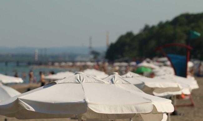 Слънчев бряг затваря след месец, Албена - до края на септември