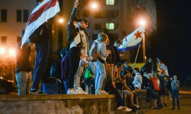 Шокирани от насилието, хората в Беларус губят страха си