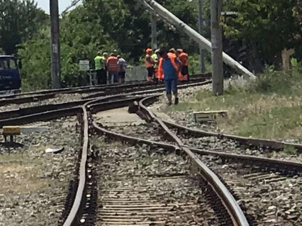 Влак е блъснал лек автомобил на ж.п. линията при плевенското