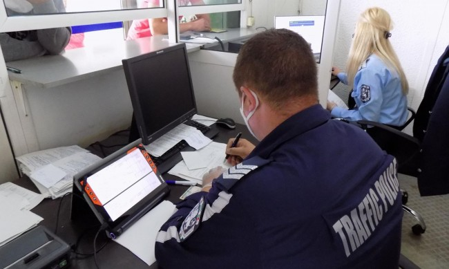 Електронни фишове за 6 млн. лв. са връчени от КАТ по границите