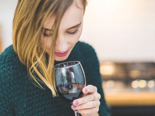 Алкохолните напитки може да влияят зле на кожата, предупреждават от