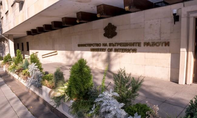 Звената за лични документи на МВР ще работят и в събота