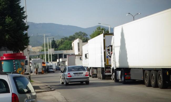 Трафикът на границата с Румъния е интензивен