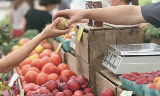 Плодовете поскъпнаха рекордно за година, отчете НСИ