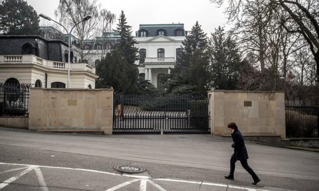 Руски дипломат задържан в Чехия, купувал боеприпаси