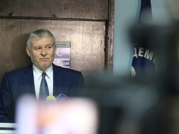 Решението на министър-председателя Бойко Борисов да предложи свикване на Велико