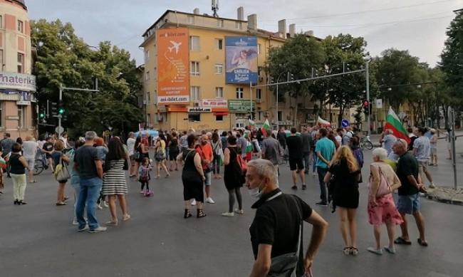 Протестиращите във Варна блокираха още едно кръстовище