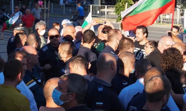 Контрапротест срещу Радев се проведе във Варна