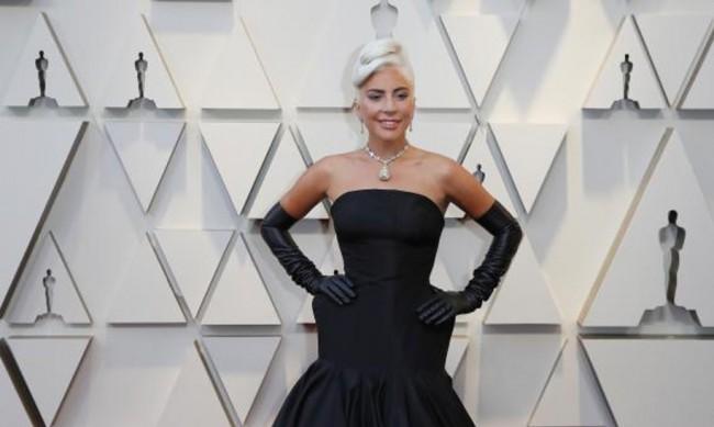 Лейди Гага оцвети косата си като океан