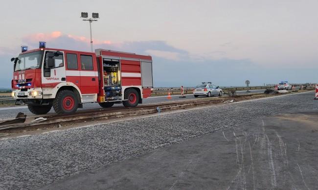 """3 обърнати ТИР-а за месец, загинали... АМ """"Тракия"""" между км 160 и 168"""