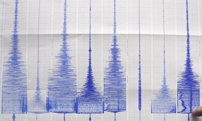 6,9 по скалата на Рихтер удари Индонезия