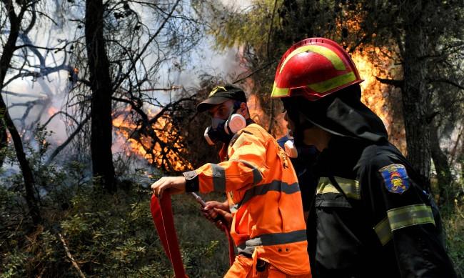Голям пожар на гръцкия полуостров Пелопонес