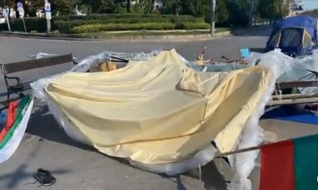 Напрежение на Софийския университет, камъни по палатките?
