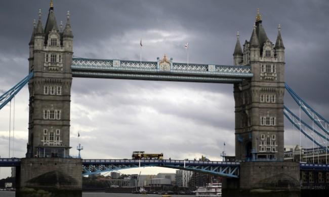 В Лондон плащат на карантинирани да си стоят вкъщи