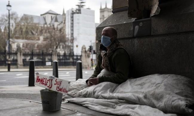 Най-скъпите улици в Лондон се напълниха с бездомни източноевропейци