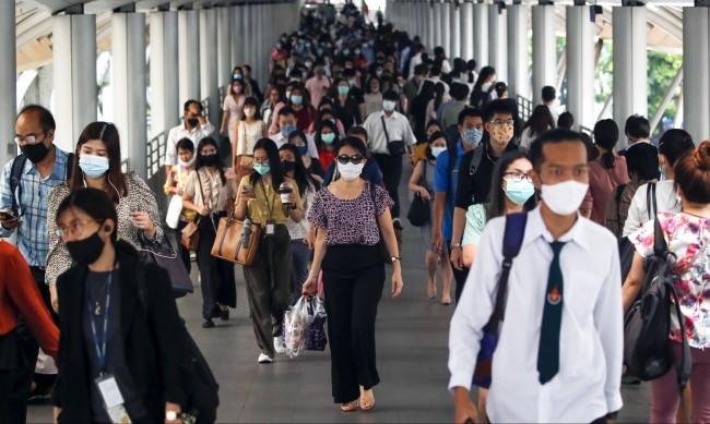 Шлемовете и маските с филтър не спират коронавируса