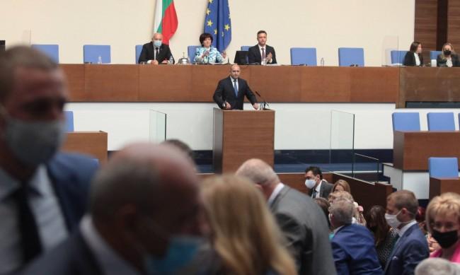 Първият работен ден на депутатите - засилена охрана и 2 ч. заседание