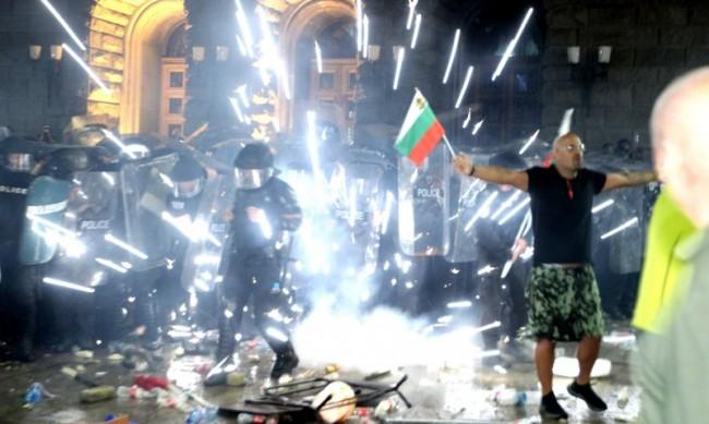ЕК следи за употребата на сила по време на протестите