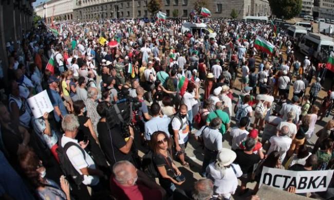 Протестът в 57-ия ден: Отново блокада в центъра на София