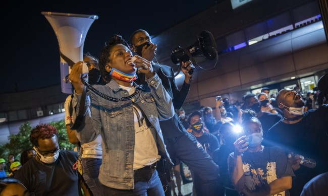Автомобил се вряза в тълпа протестиращи в САЩ