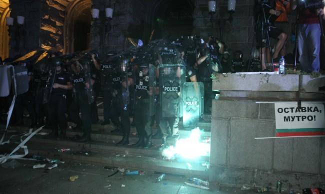 Задържаха мъж, носел взривни вещества на протеста