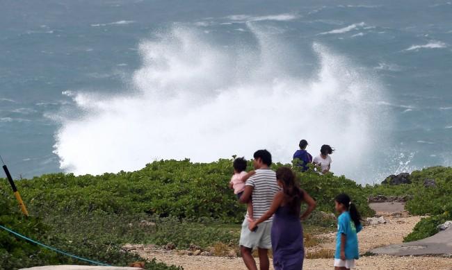 Заради Тайфун, над 200 хиляди са евакуирани в Япония