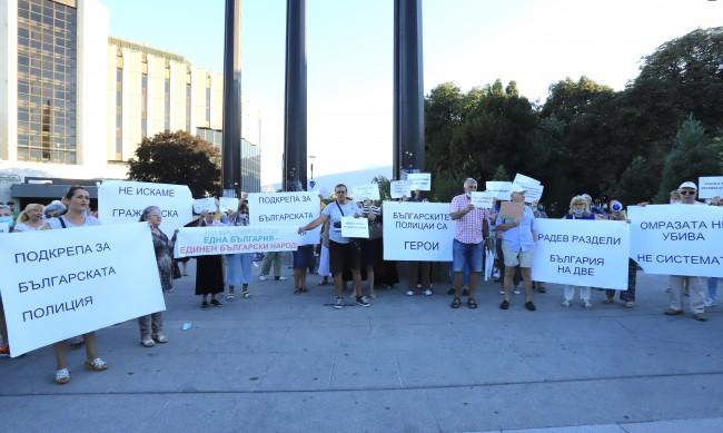 В деня на Съединението - българите разединени в два протеста
