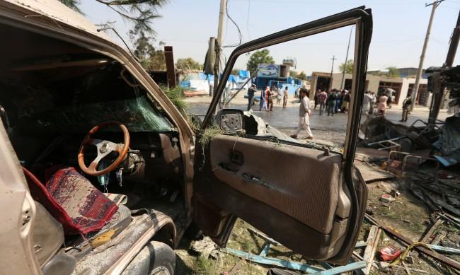 Вицепрезидентът на Афганистан оцеля при бомбен атентат