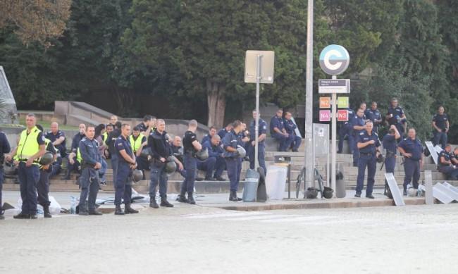 На протеста досега: Шестима в ареста, туба с 10 л течност в храсти